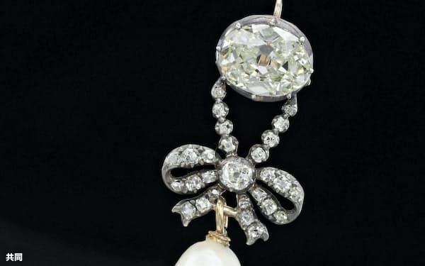 マリー・アントワネットが身につけた天然真珠とダイヤのペンダント(サザビーズ提供)=共同