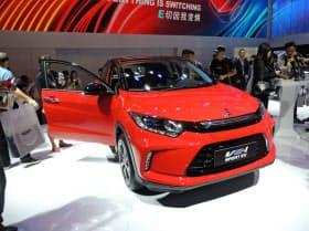 ホンダが中国向けに発売する電気自動車(EV)「理念VE-1」(16日、広州モーターショー)