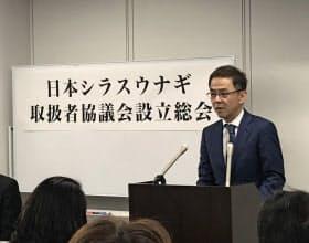 ウナギ稚魚の「産地の明確化、流通の透明化に取り組む」と話す鈴木治代表(16日、東京都内)