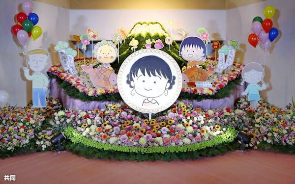 さくらももこさんをしのぶ「ありがとうの会」で自画像が飾られた祭壇(16日午前、東京都港区の青山葬儀所)=共同