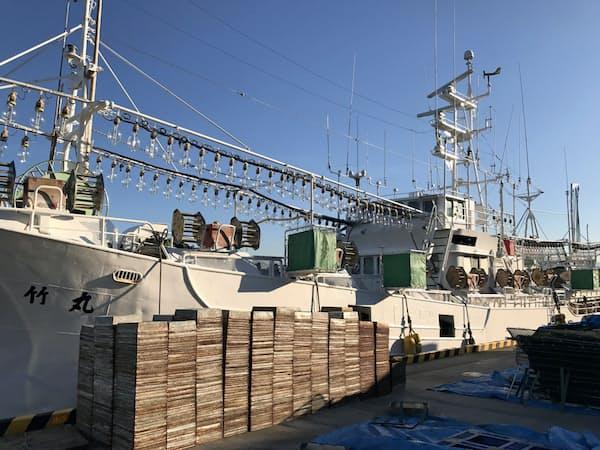 日本近海で外国船とイカの奪い合いになっている