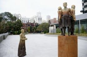 米サンフランシスコ市に設置された慰安婦問題を象徴する少女像(2017年11月)=共同