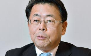 インタビューに答える公明党税制調査会の西田実仁会長(16日)
