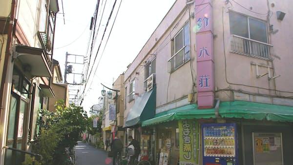 鳩の街通り商店街(墨田区) 古建築に「自分色」の新店