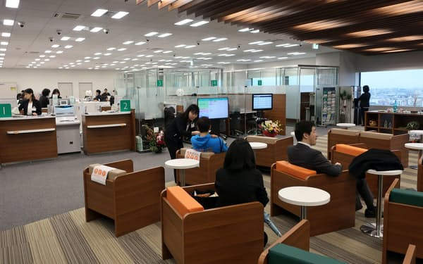 近畿大阪銀は顧客が自由に利用できるスペースなどを用意した(大阪市)