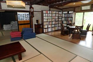 古民家などを使った民泊が増えている(東御市の「清水さんの家」)