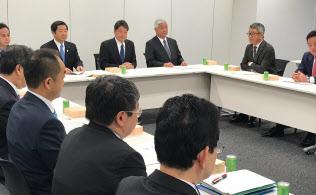 16日、国会内で開いた防衛大綱に関する与党WTの初会合