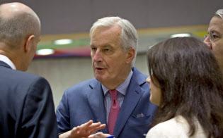19日、EU総務理事会の会合に出席したバルニエ首席交渉官(中央、ブリュッセル)=AP