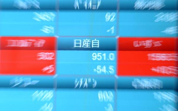 下落した日産自動車の株価を示すボード(20日午前、東京都中央区)