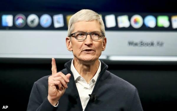 アップルのティム・クックCEOはフェイスブックのような企業は規制されるべきだと語っている=AP