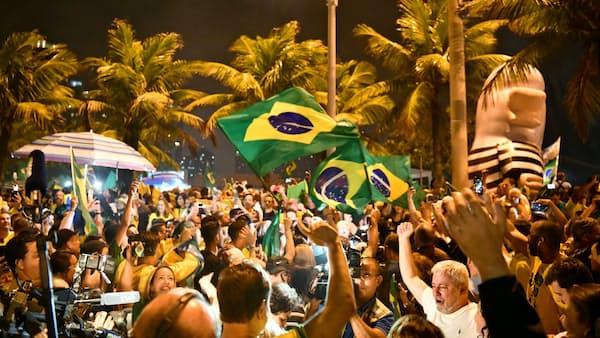 ブラジル二分する「フェイクニュース」、大統領選で露わに