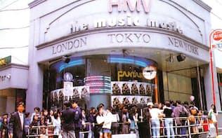 オープン当日のHMV渋谷店には長蛇の列ができた=ローソンエンタテインメント提供