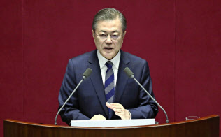 文大統領は国会の施政方針演説でJノミクスの正当性を訴えた(11月1日、ソウル)=共同