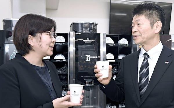 富士電機の砂山恵子さん(左)と味の素AGFの伊藤文雄さん