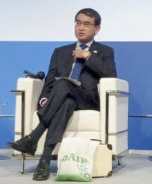 ローマで開かれた国際会議「地中海対話」に出席した河野外相(23日)=共同