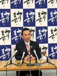 浜松市長選への出馬の意向を表明した鈴木康友市長(24日、浜松市)