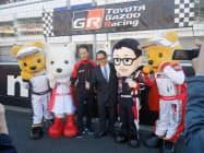 ファン感謝祭に登場したトヨタ自動車の豊田章男社長(中央右)