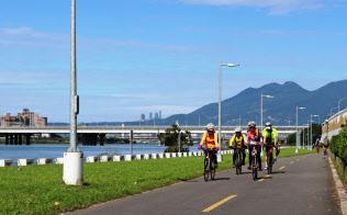 台湾は自転車専用道路が各地に整備されている(25日、台北市内)
