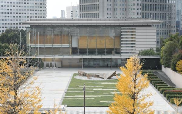 5階建ての首相官邸には約300人の官僚が詰める(東京・永田町)