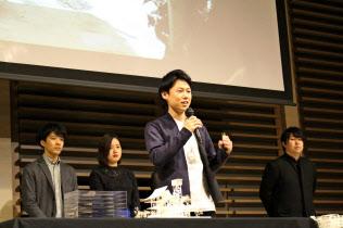 WAKAZOのメンバーらが独自のパビリオン構想を披露した(25日、大阪市)