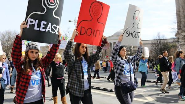 米国で銃乱射事件多発、今年323件 死者10人以上は年間最多
