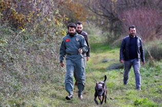 殺害されたサウジアラビアの著名記者ジャマル・カショギ氏の 遺体を捜索するトルコ警察(トルコ西部ヤロバ県)=ロイター