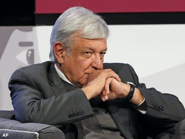 「平和と愛」を掲げる次期メキシコ大統領のロペスオブラドール氏の方が自由民主主義にとって脅威だ=AP