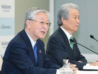 2025大阪万博の誘致委員会会長を務めた経団連の榊原前会長と運営組織トップになるとみられる中西現会長
