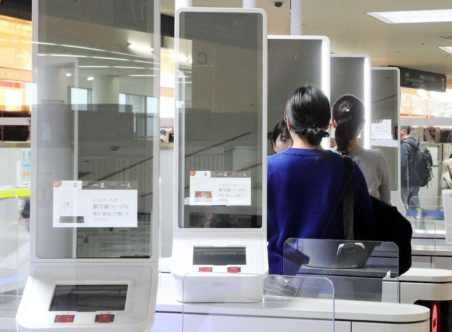 福岡空港、日本人出入国手続き無人に 出国審査も顔認証: 日本経済新聞