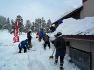 活動は安全な場所に限定する「やまがた除雪志隊」のボランティア(山形県尾花沢市)