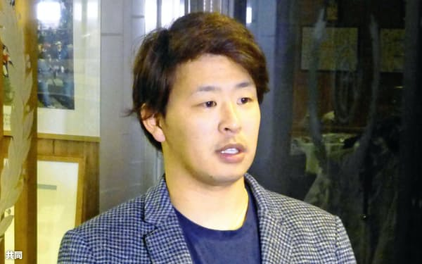 西武から楽天に移籍することを決めた浅村栄斗内野手。FA選手の獲得には複数年の大型契約が当たり前になっている=共同