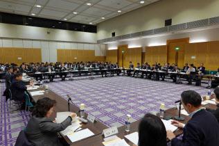 26日に開催された総務省の有識者会議は携帯電話料金と端末代金の完全分離を提案した
