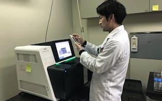 新潟大学は認知症患者の遺伝子を解析し、病名の診断に役立てている(新潟大提供)