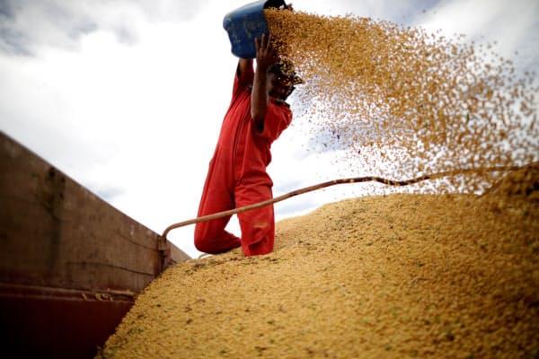 ブラジル産大豆の輸出量は年間7600万トンで、米国を上回り最大だ=ロイター