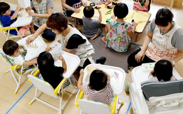 保育園で遊ぶ子供たち(大阪府内)