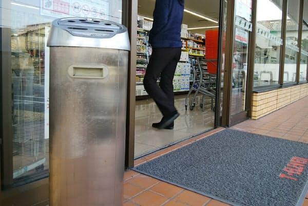 セブンイレブン本部は都内の店舗から灰皿を撤去する方針を打ち出したが…