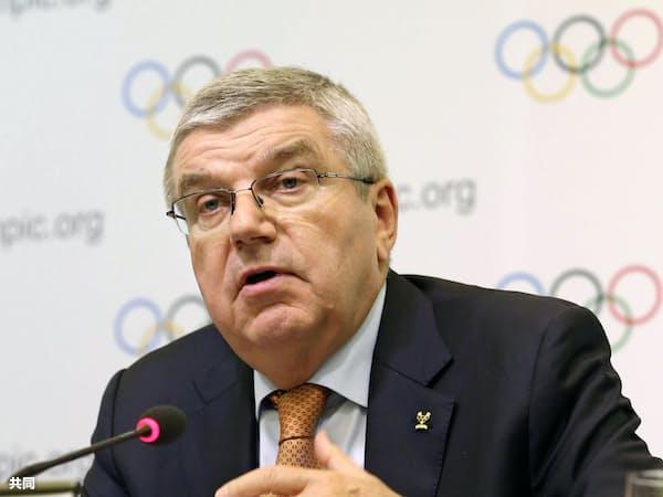 IOC理事会を終え、記者会見するバッハ会長(1日午後、東京都内)=共同