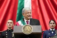 就任演説するメキシコのロペスオブラドール新大統領(1日、メキシコシティ)=メキシコ政府提供