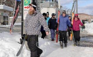冬のヒラフ地区ですれ違うのは外国人がほとんど(北海道倶知安町)