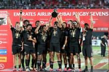 7人制ラグビーのワールドシリーズ第1戦はニュージーランドが優勝した(1日、ドバイ)=ロイター