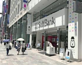 携帯事業は値下げ圧力にさらされている(東京・銀座のソフトバンク店舗)