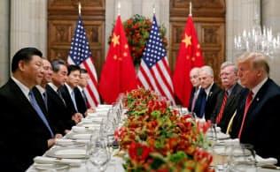 米国は来年1月1日に予定していた対中追加関税の実施を猶予する(12月1日、アルゼンチンで開いた米中首脳会談)=ロイター