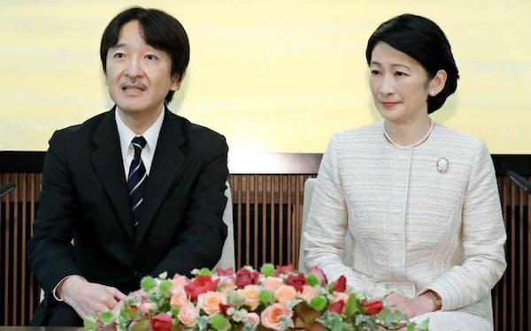 53歳の誕生日を前に記者会見する秋篠宮さまと紀子さま(11月22日、東京・元赤坂の秋篠宮邸)