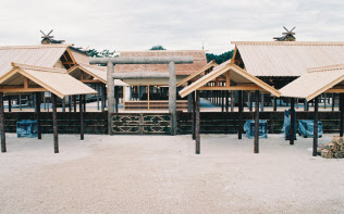公開された大嘗宮(1990年11月、皇居)