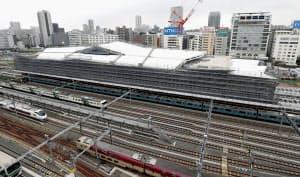 山手線と京浜東北線の品川―田町間に建設中の新駅(8月、東京都港区)=共同