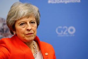 メイ英首相は離脱案への理解を呼びかけるが、反対派の拡大が止まらない(1日、ブエノスアイレス)=ロイター
