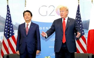 トランプ米大統領(右)は11月末の首脳会談でも来日の意向を示している=共同