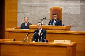 5選出馬を県議会で表明した徳島県の飯泉知事(5日、徳島市)