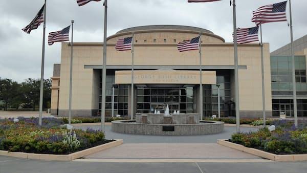 ブッシュ元米大統領死去、記念館にみる「まじめで選挙下手」