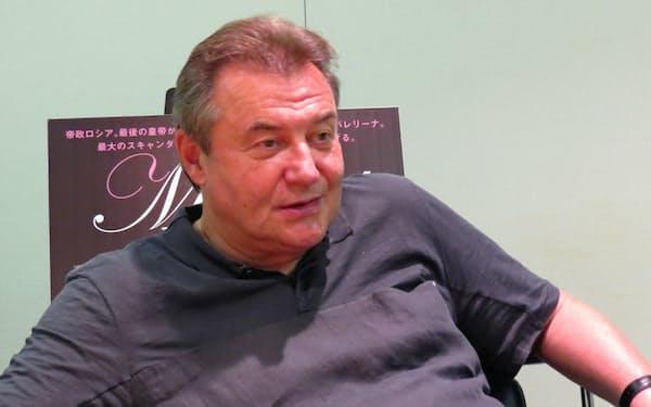 都内でインタビューに答えるロシア映画「マチルダ 禁断の恋」(2018年12月8日公開)のウチーチェリ監督